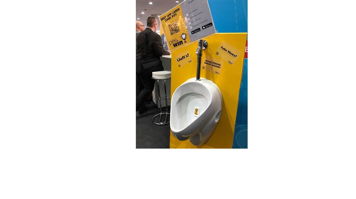 Das vernetzte Urinal von pee.win überzeugte auf der CeBIT 2017