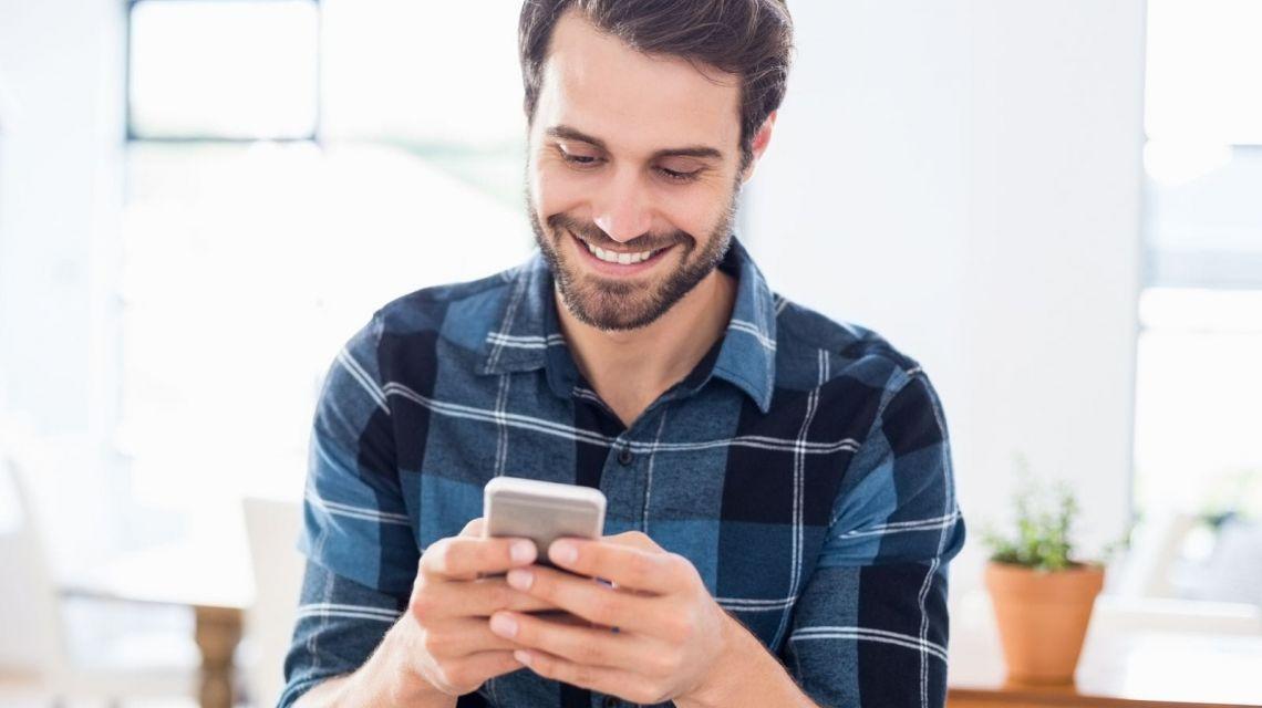 Priorisiere ein Gerät per Sprachbefehl