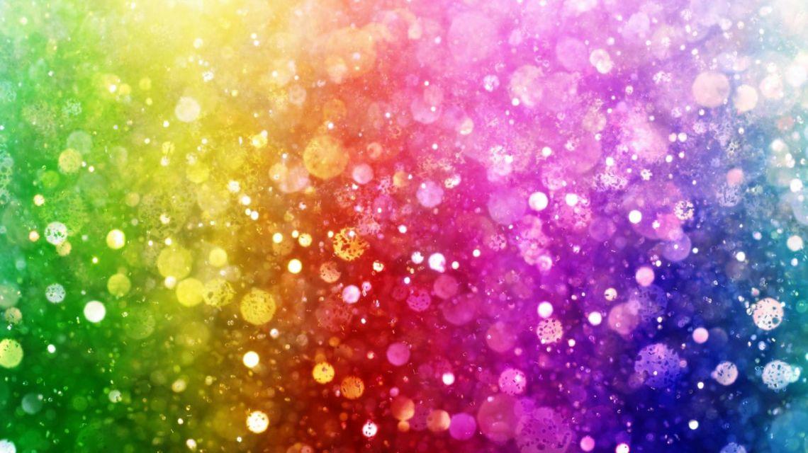 Leuchte in Regenbogenfarben, wenn die Sonne untergeht