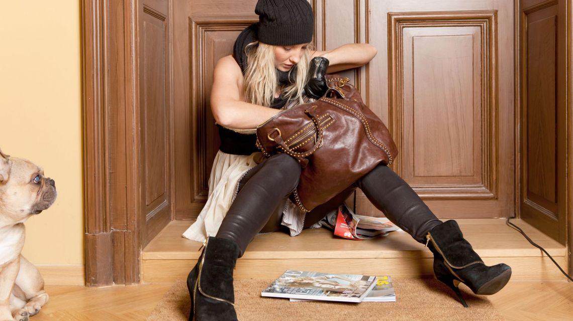 Schlüsselsuche in Handtasche