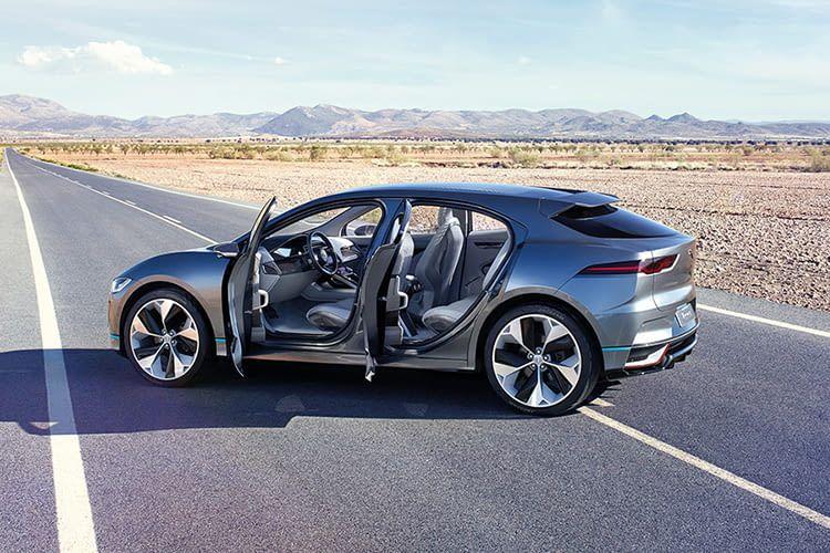 Der Jaguar I-PACE SUV macht auf der Straße eine gute Figur