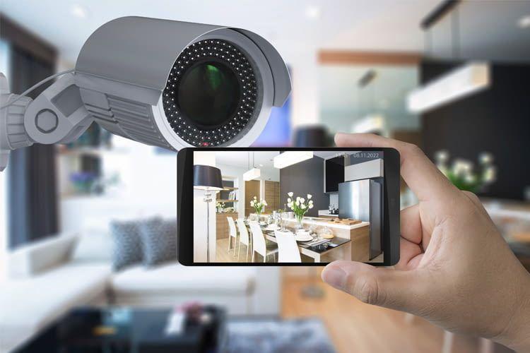 Dank vernetzter Kameras kann man immer und überall per Live-Video im Smart Home nach dem Rechten sehen