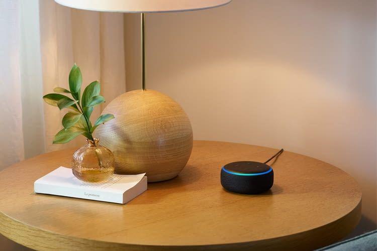 Echo Dot kann Fragen beantworten, Musik abspielen, Smart Home Geräte steuern u.v.m.