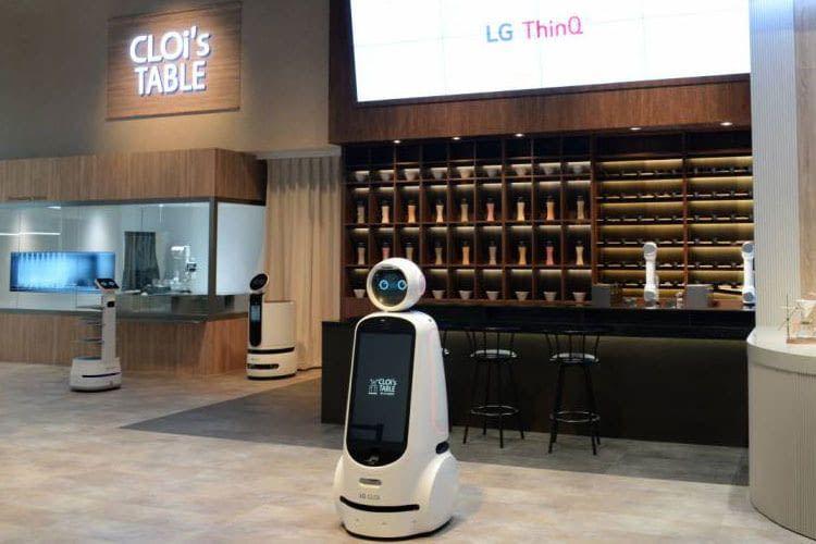 Der Roboter CLOi von LG verspricht im Restaurant der Zukunft im Segment LG ThinQ viel Unterstützung