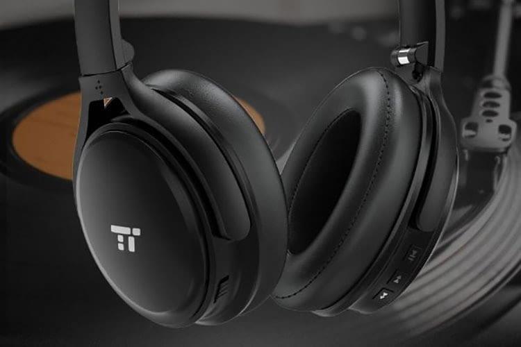 Lässt sich wahlweise auch per Kabel verbinden: TaoTRonics TT-BH22 Bluetooth-Kopfhörer