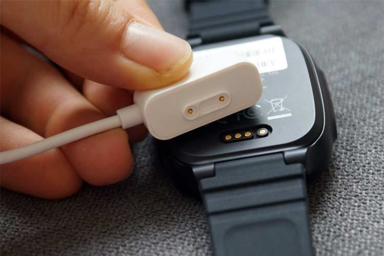 A magnetic charging module is included to supply the smartwatch with energy