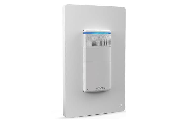 Dank flacher Bauweise integriert sich der Lichtschalter gut in Wohnräume. Mikrofon und Lautsprecher sind dezent aufgesetzt