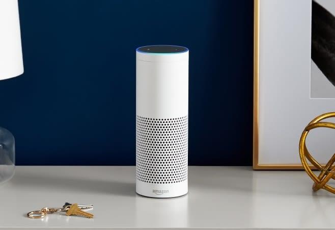 Der Amazon Echo passt auch zu hochwertigen Möbeln