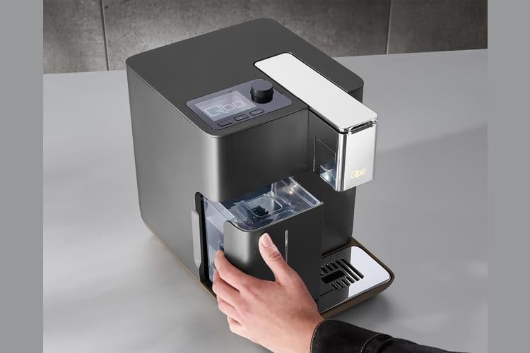 Der Wasserbehälter von Qbo Coffee You-Rista ist beleuchtbar