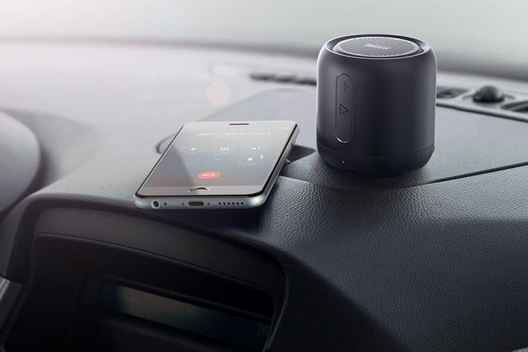 Anker SoundCore Mini sorgt auch im Auto für guten Sound