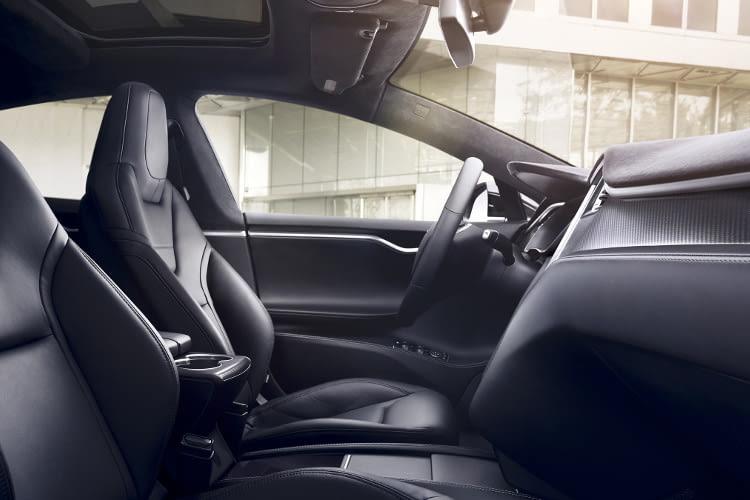 Model S - auch in Sachen Komfort steht der Tesla anderen Oberklasse Limousinen in nichts nach