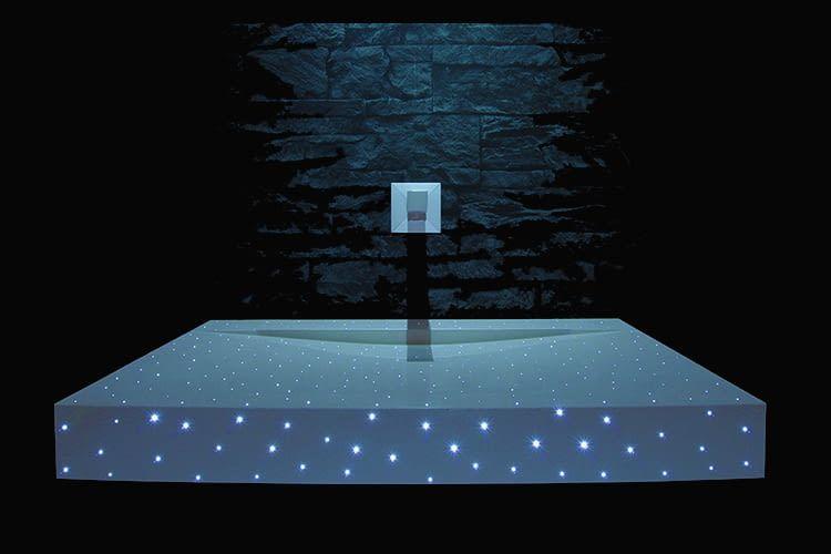 Der SIUT Waschtisch aus Lichtfaserbeton verwandelt Wellnessbereiche in ein Märchen aus Sternenlicht