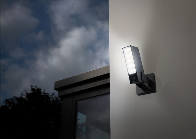 Die Netatmo Presence Sicherheitskamera für den Außenbereich besitzt auch ein Flutlicht