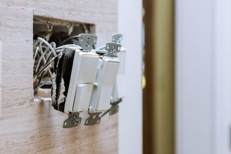 Arbeiten an Stromkabeln sind für Laien ungeeignet und sollten vom Profi übernommen werden