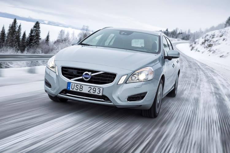 Der Volvo V60 D6 macht auch auf nordischem Eis eine gute Figur