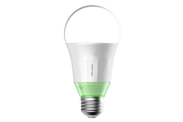 Die WLAN Leuchte LB110 ist wie die Glühbirne der Variante LB100 dimmbar und leuchtet warmweiß