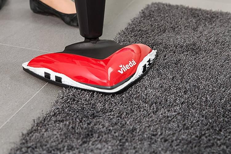 Dank mitgeliefertem Teppichgleiter lassen sich auch Teppiche oder Matratzen auffrischen