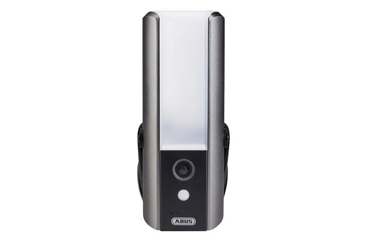Die ABUS Smart Security WLAN Lichtkamera OPPIC36520 ist eine Überwachungskamera mit Licht und Alarm