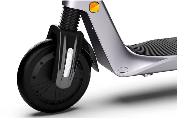 Dank Kennzeichenhalter und Drosselung auf 20 km/h ist der Roller auch in Deutschland zulässig