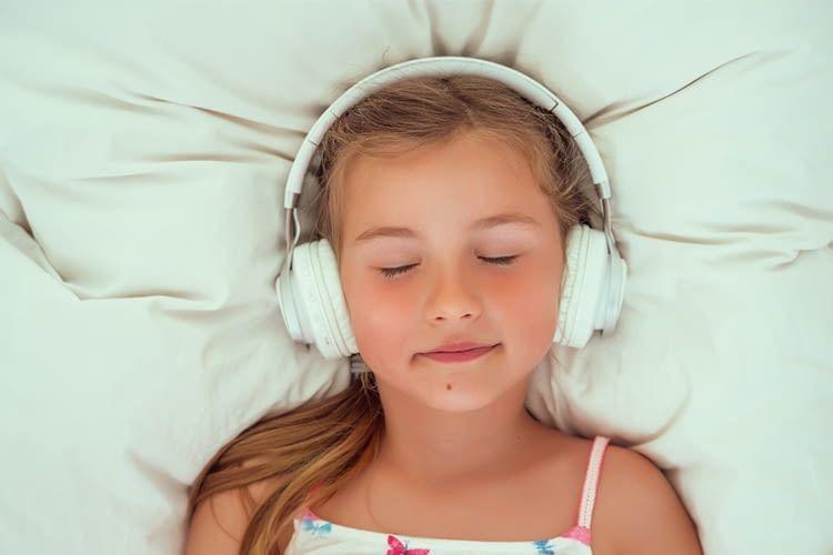 Der Hörspiel Helfer sorgt für eine entspannte Abendroutine für die Kids