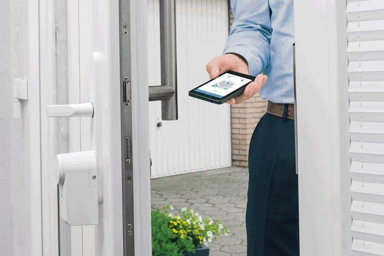 Elektronische Türschlösser mit App bieten besonders viel Komfort