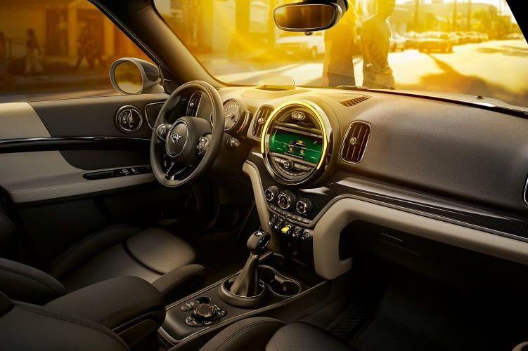 Der Cooper S E Countryman All4 von MINI bietet verschiedene Ausstattungspakete für das Interieur