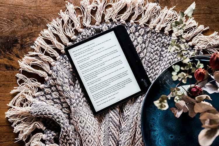 Der Akku des tolino vision 5 bietet wochenlanges Lesen, bevor er neu aufgeladen werden muss