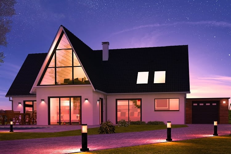 Dank Smart Home Komponenten passt sich die Beleuchtung automatisch der Tageszeit an