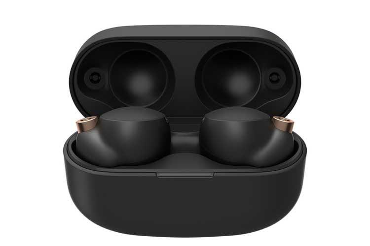 Sowohl die In-Ear-Kopfhörer als auch das Ladecase der WF-1000XM4 sind im Vergleich zu WF-1000XM3 kleiner geworden