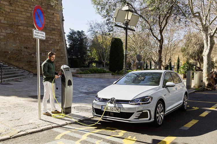 Der Steckertyp für den Golf GTE ist vom Typ 2, die maximale Ladeleistung beträgt 3,6 kWh für das E-Auto von VW