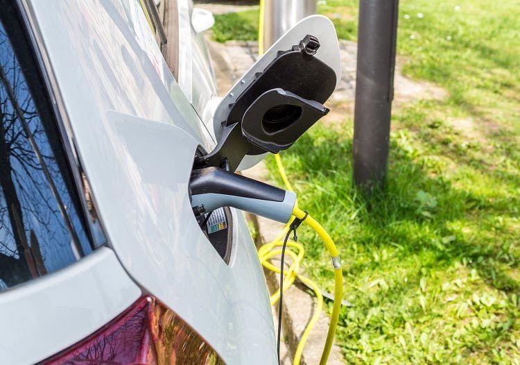 Laut Herstellerangaben hält eine Elektroauto-Batterie ca. 2000 Ladezyklen oder 10 Jahre Betrieb durch