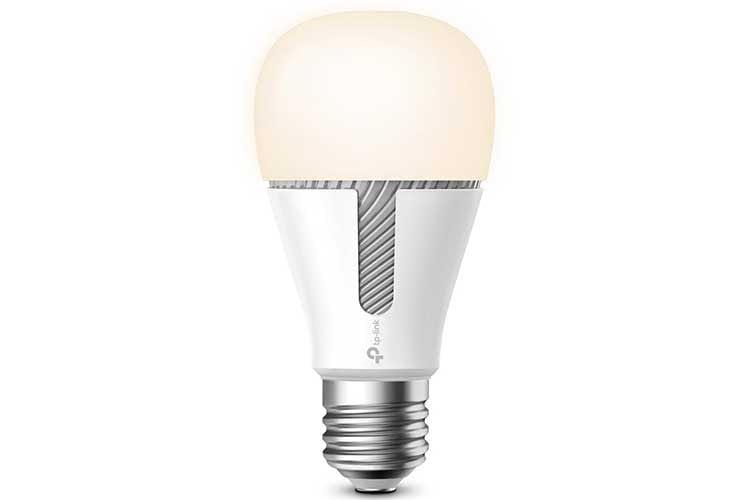 Die WLAN Leuchte KL120 von TP Link wechselt weiße Farbtemperaturen