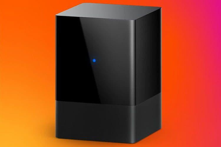 Quadratisch und kompakt mit Status LED: Amazon Fire TV Blaster präsentiert sich im aufgeräumten Design