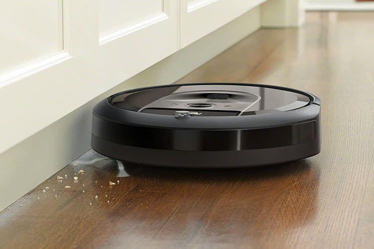 Der Saugroboter Roomba i7 registriert über eine Kamera die Umgebung und erstellt danach eine Karte der Zimmer