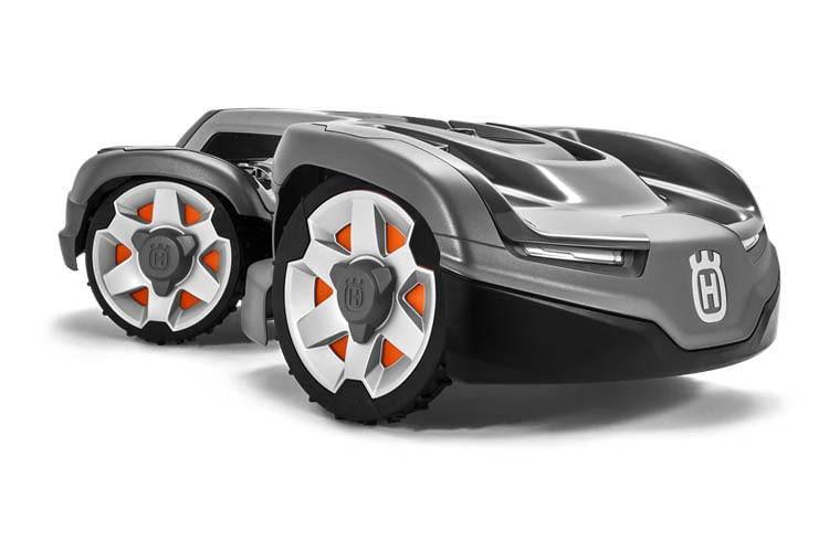 """Mit Knickachse und Allradantrieb ist der HUSQVARNA AUTOMOWER 435X AWD ein echtes """"Mähroboter-Biest"""""""
