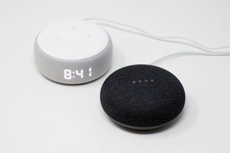 Im Test der Redaktion konnte sich Google Home Mini dank starkem Bass auch gegen Amazon Echo 4 mit Digitalanzeige durchsetzen