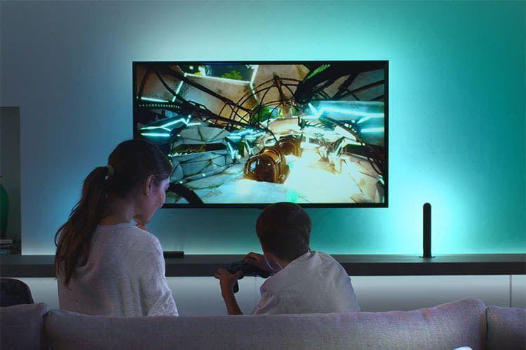 Signify präsentiert zur CES 2020 ein Update der Philips Hue HDMI Sync Box und macht sie per Sprache bedienbar