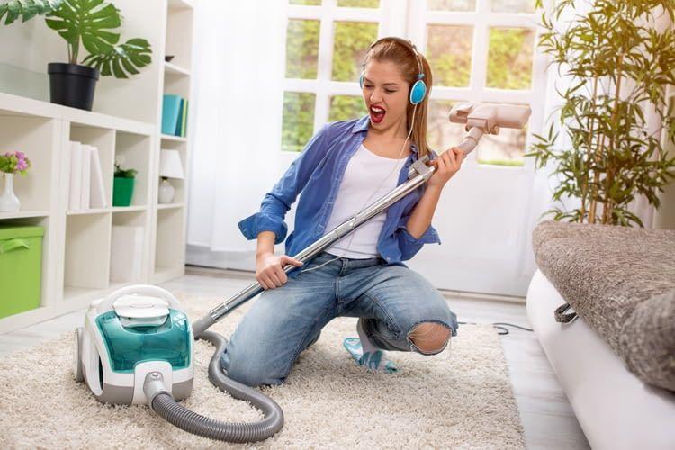 Mit einem guten Podcast macht die Hausarbeit gleich doppelt soviel Spaß