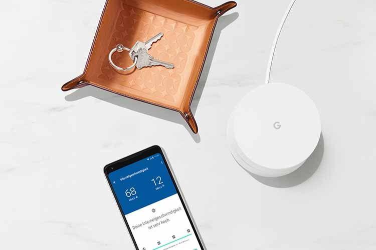 Knapp elf Zentimeter Durchmesser besitzt eine Google Wifi Funkstation - und findet damit so gut wie überall Platz