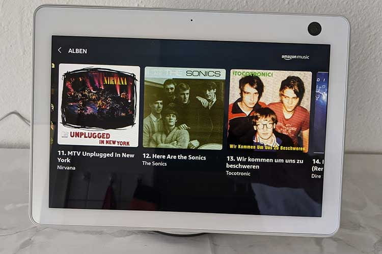 Amazon Echo Show 10 spielt seine Echo-Geschwister klangstark an die Wand - nur Echo Studio bleibt hier gelassen