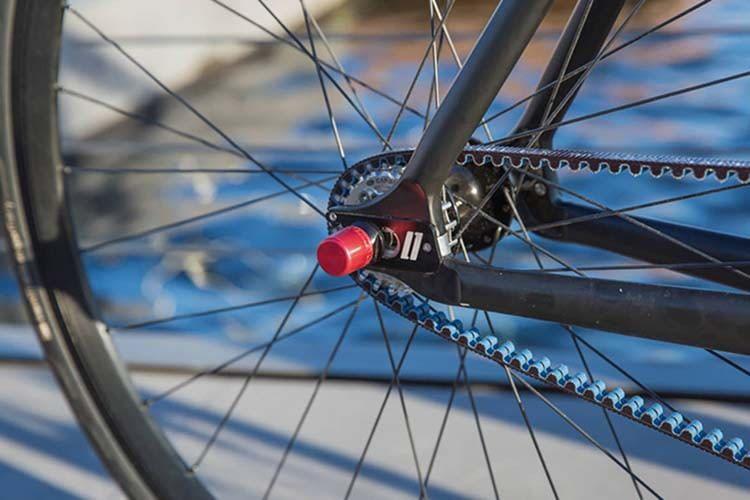 ABUS NutFix sichert nicht nur das Vorder- und Hinterrad von E-Bikes, Pedelecs und Fahrrädern, sondern setzt auch Design-Akzente