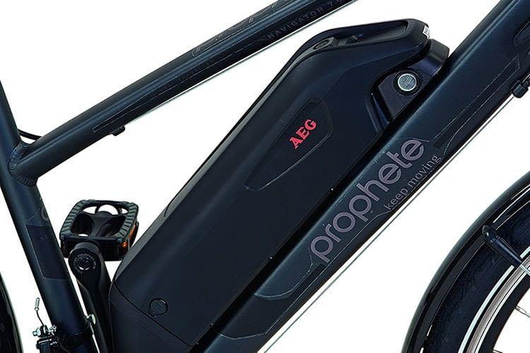 Ein Marken-Akku von AEG sorgt für die Stromversorgung des E-Bikes PROPHETE NAVIGATOR 7.6