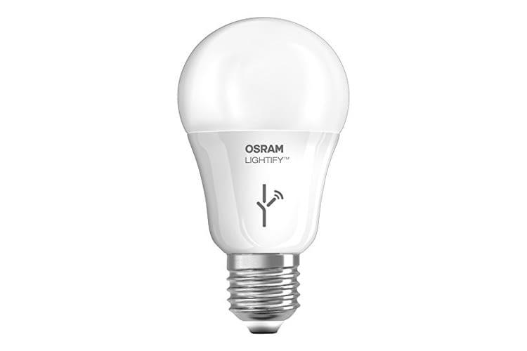 Die Osram Lightify CLASSIC A LED-Glühlampe strahlt warmweiß bis Tageslicht weiß in 2700K - 6500K