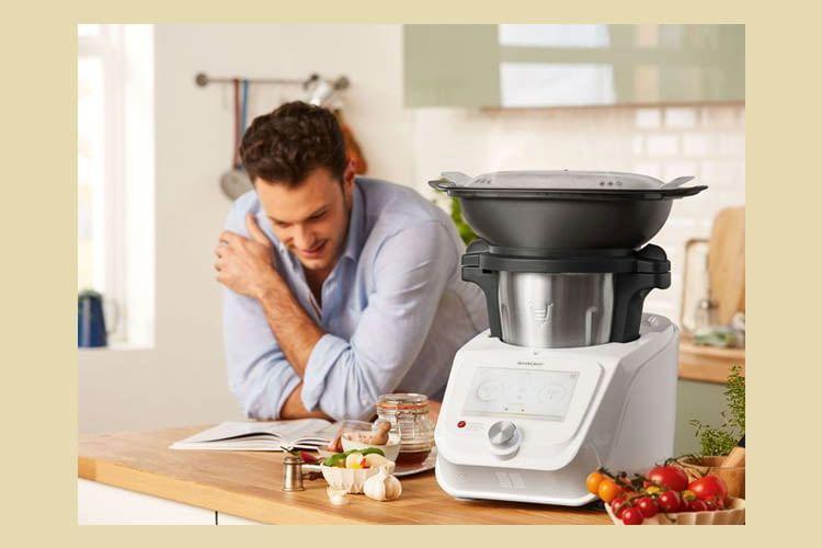 In der Küchenmaschine wurde eine Küchenwaage mit Zuwiegefunktion integriert