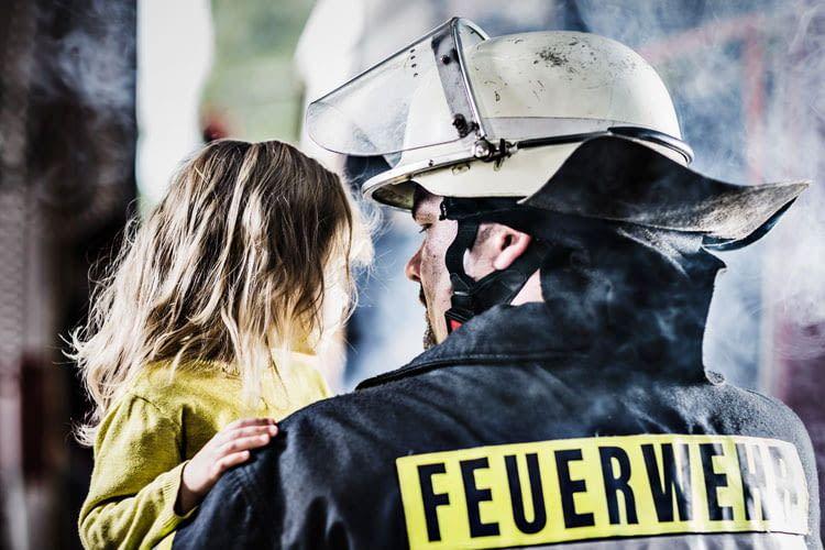 Rauchmelder warnen Bewohner rechtzeitig, bevor die Feuerwehr kommen muss