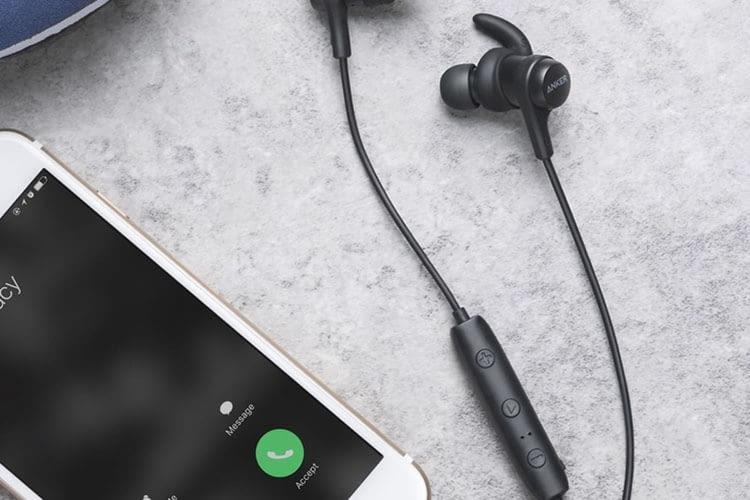 Anker SoundBuds Flow hat ein eingebautes Mikrofon und wird damit zum Headset