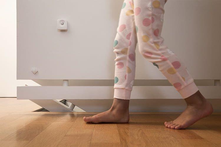 Wer nachts aus dem Bett muss, braucht dank dem Smart+ Bewegungsmelder nicht nach dem Lichtschalter tasten