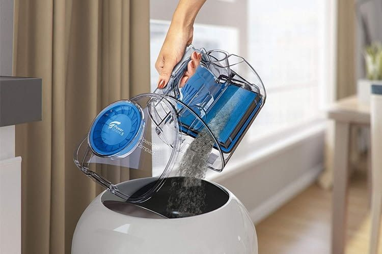 Der 1,5 Liter Staubbehälter lässt sich mit wenigen Handgriffen schnell und einfach leeren