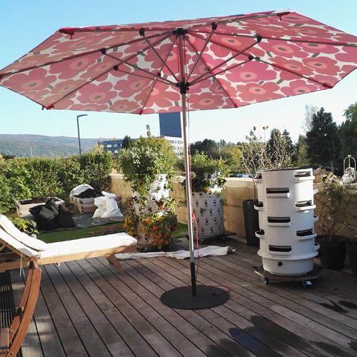 Vertikal Salat und Kräuter anbauen - ob auf der Dachterrasse oder in der Wohnung