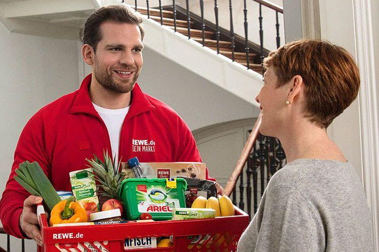 Kunden empfangen dank Online Supermärkten ihre Lieferung direkt vor ihrer Haustür